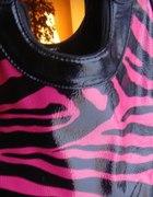 torba czarna w rozowa panterke lakierowana
