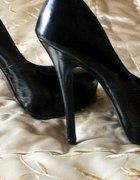 Skyscraper heels