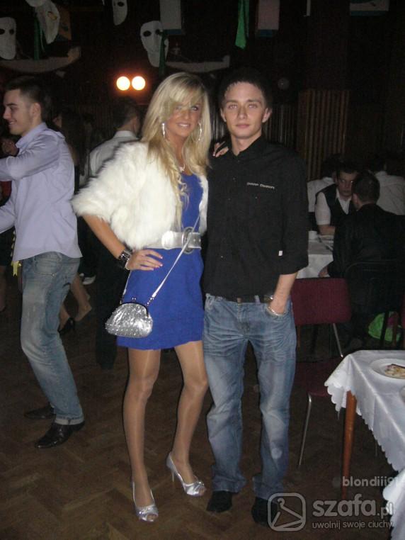 Na specjalne okazje sukienka kobaltowa