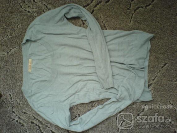 Swetry Śliczny delikatny sweterek
