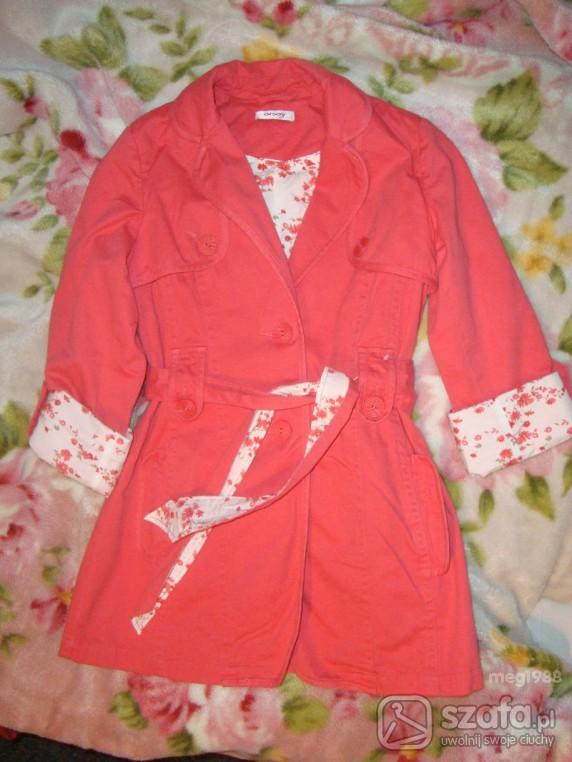 Malinowy płaszcz ORSAY wiosna 2010