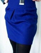kobaltowa spódnica