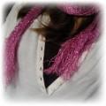 różowa apaszka ze srebrną nitką