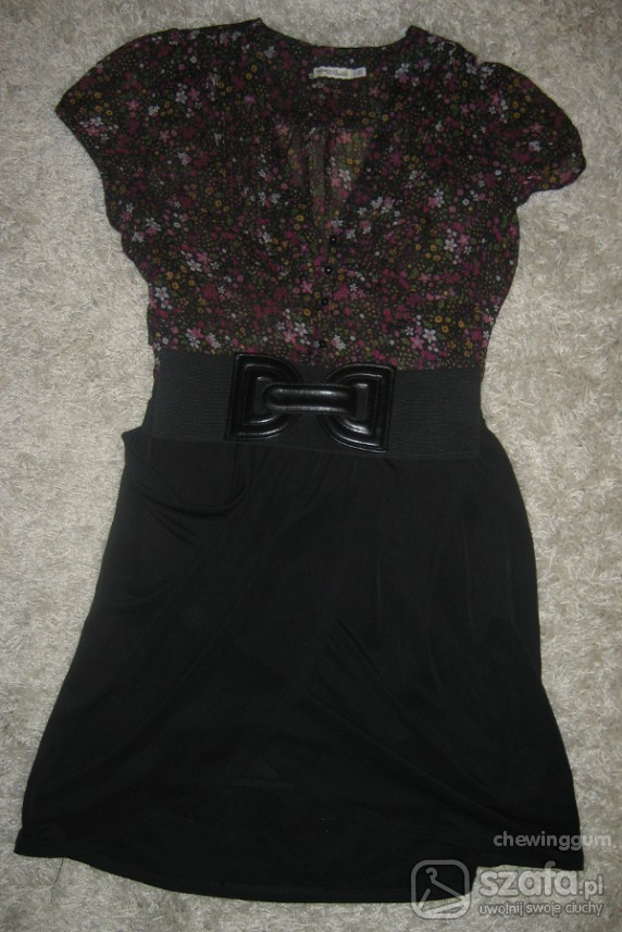 Do pracy bluzka w kwiaty i spódnica
