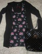 tunika w kwiaty i czarny sweter