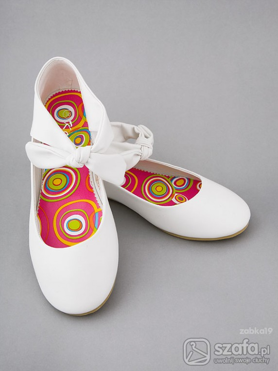 Białe balerinki