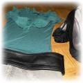 Bluzka z falbaną i szara spódniczka
