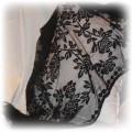 Piękna czarna koronkowa chusta