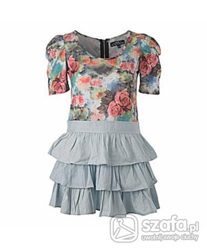 Sukienka z kwiatkami i falbanami
