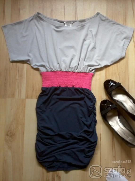 Eleganckie Sukienusia z różową gumą