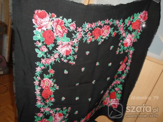 Chusty i apaszki chusta czarna w kwiaty róże