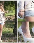 dżinsowe szorty plus białe szpilki...