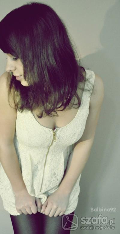 Mój styl pudrowa koronkowa sukienka