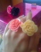Pierścionki plastikowe kwiatki Chwale sie
