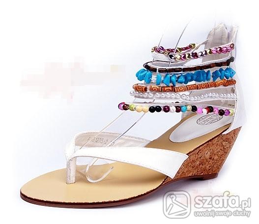 białe sandałki...