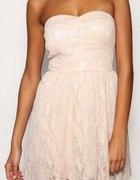 Urocza pudrowa sukieneczka