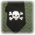 krawat z czaszką