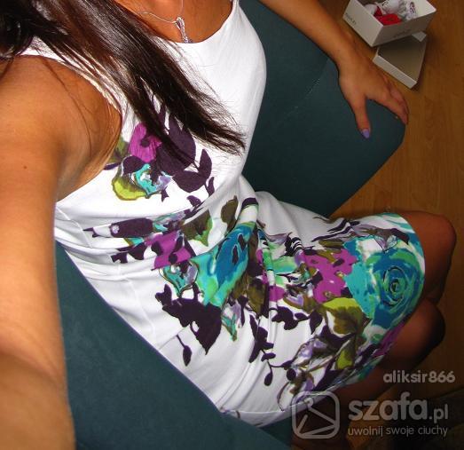 Eleganckie sukienka biała motyw kwiatowy