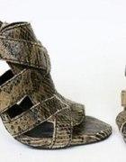 sandałki wzór skóra węża Zara...