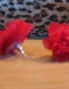 Czerwone kolczyki różyczki