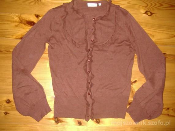 ceglasty sweterk z żabotem new look...