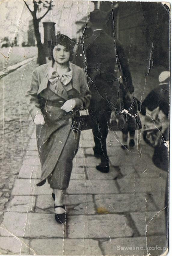 Vintage zdj mojej babci z młodości i jej sliczny płaszczyk