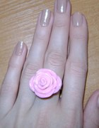Prześliczny pierścionek pudrowy róż...