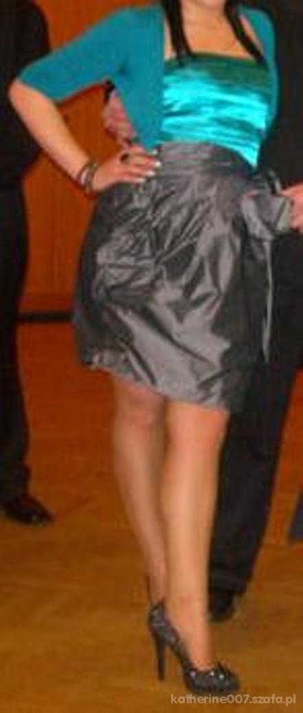 Na specjalne okazje sukienka studniówkowa
