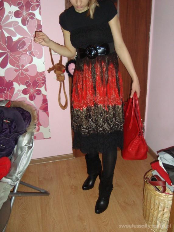 Mój styl Czarno czerwono plus duży kufer i botki