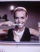 Srebrny naszyjnik z reklamy