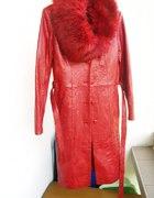 Śliczny skórzany płaszcz całoroczny