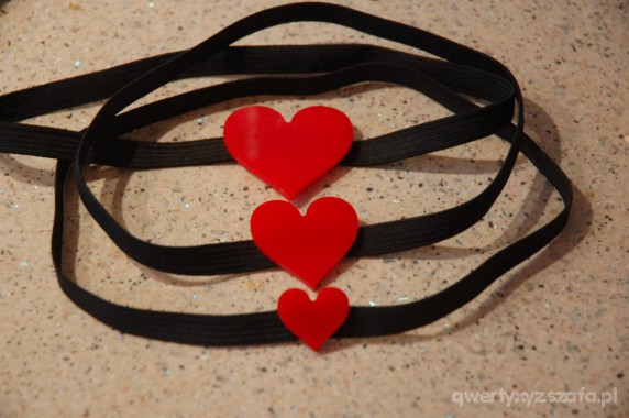Ozdoby na włosy Opaska z plastikowym sercem 3 wielkosci serduszek