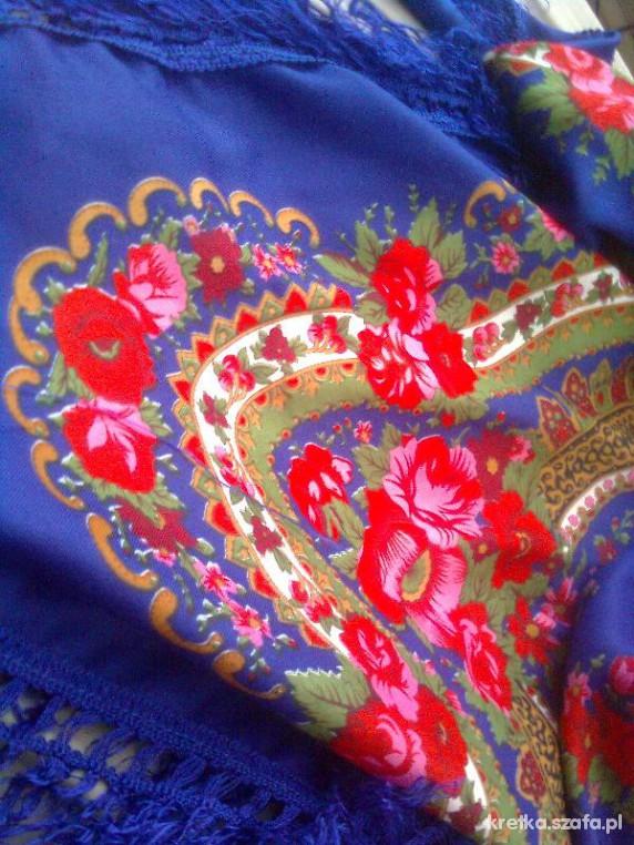Chusty i apaszki granatowa folkowa chusta