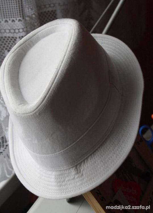 biały kapelusz hm