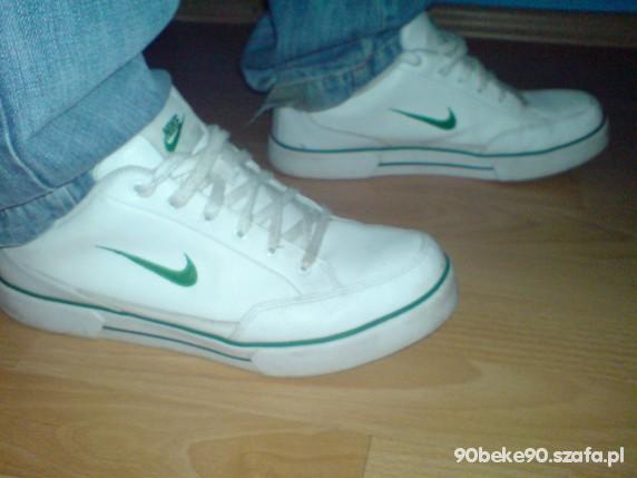 Biale Buty Nike z zielonym znaczkiem w Obuwie Szafa.pl