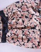 Sukienka z kwiatowym rozmazanym wzorkiem...