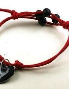 Sznurkowa bransoletka czerwień z charms serduszko