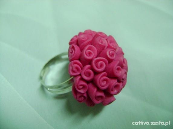 Pierścionki Przepiękny pierścionek bukier różyczek fuksjowy
