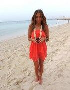 Koralowa sukienka duzy wisior