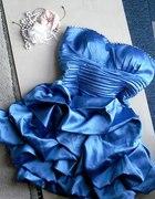 Piekna błekitna satynkowa sukienka marszczona kami