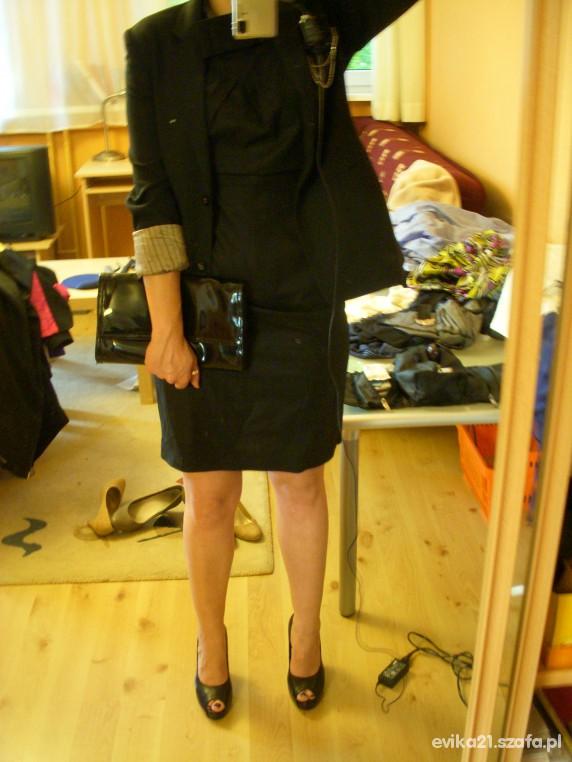 Eleganckie Czarna sukienka z różą