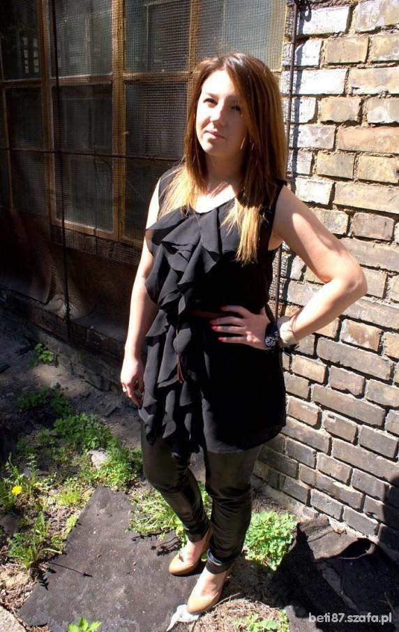 Mój styl czarne falbanki i beżowy zip