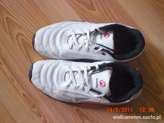 Obuwie buty sportowe WALKY
