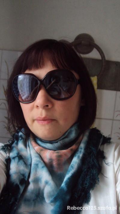 Mój styl Duże brązowe okulary chusta cieniowana Tshirt biel
