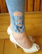 Dżinsowe legginsy z kokardkami...