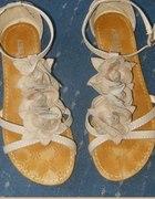 sliczne bezowe sandalki z kwiatkami NOWE 37 38