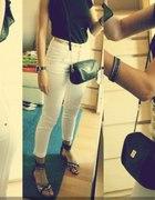białe spodnie w roli głównej...