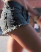 Wysokie shorty...