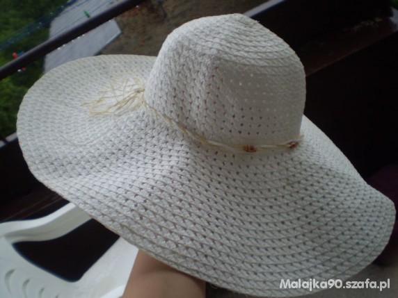 Nowy biały kapelusz