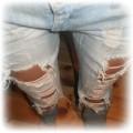 jeansy dziury przetarcia